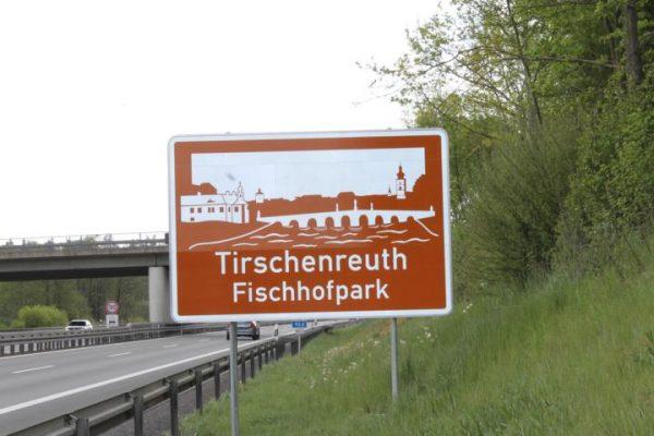 K640_Autobahnschild-Fischhofpark-16-05-14-1
